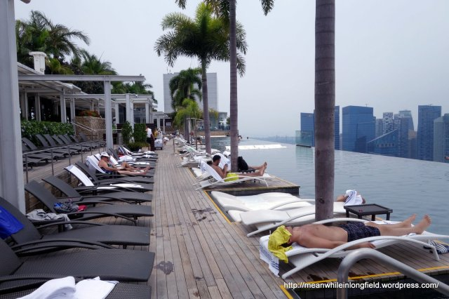 infinity pool marina bay sands singapore (2)
