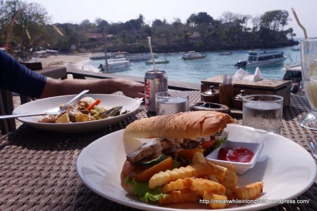 nusa lembongan mushroom beach restauranta
